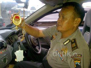Polisi Geledah Mobil Staf Kepresidenan Palsu