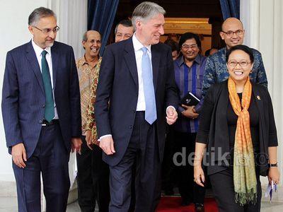 Menlu RI dan Inggris Bahas Hubungan Bilateral