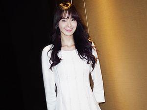 Pure Beauty... Yoona 'SNSD' Cantik Dibalut Dress Putih