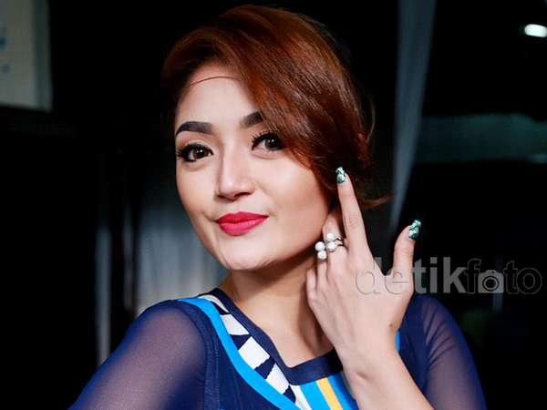 Jomblo, Siti Badriah Makin Cantik nan Seksi
