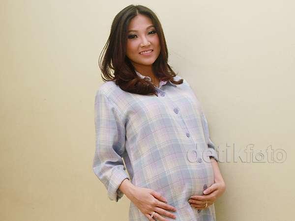 Perut Hamil 6 Bulan Sarwendah