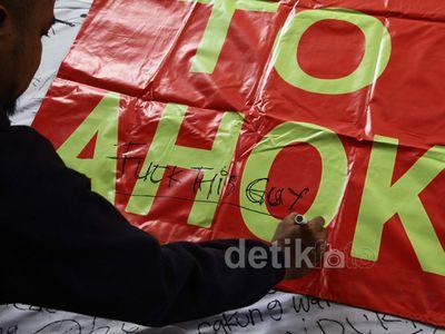Anggota DPRD DKI Dukung Spanduk Cabut Mandat Ahok