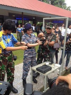 Diajak KSAL Menembak, Dewi Persik: Saya Biasanya Ditembak