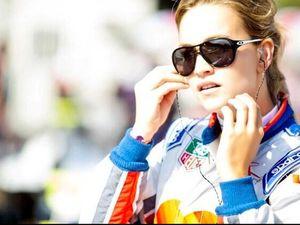 Carmen Jorda, Gadis Cantik Penguji Mobil F1 Tim Lotus