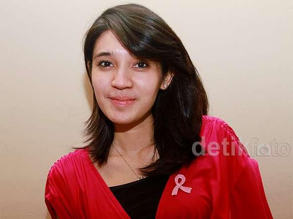Dhini Aminarti Peduli Kanker Payudara