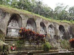 Kisah Turis Nakal di Bali, Pipis & Bercinta di Tempat Suci