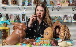 Pekerjaan Wanita Ini Mengunyah 5 Kilogram Cokelat Setiap Minggu
