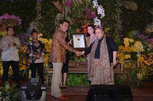 Pelaminan dengan Flora Nusantara di Wedding Art Festival Dapat Rekor MURI