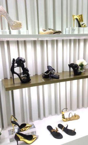 Stiletto Sampai Sneakers, Koleksi Terbaru Giuseppe Zanotti Dihiasi Emas