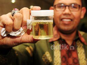 Anggota DPR Fraksi PKS Melakukan Tes Urine