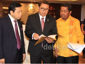 Idrus Marham Serahkan Surat Muladi ke Ketua DPR