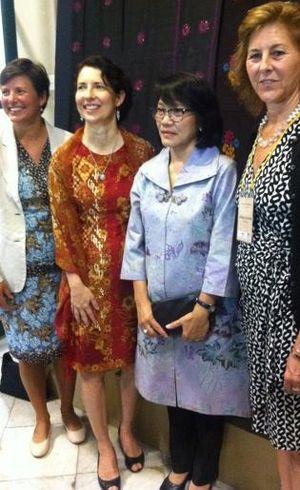 Kedubes AS Selamatkan Batik Iwan Tirta