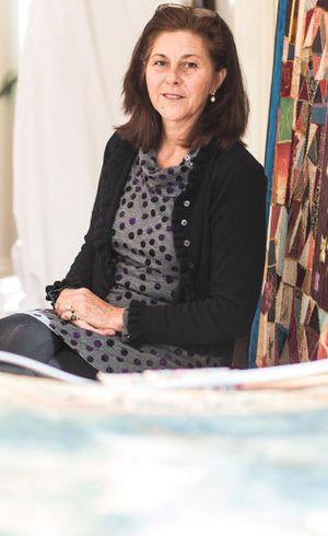 Julia Brennan, Ahli Tekstil AS yang Jatuh Cinta dengan Batik Iwan Tirta