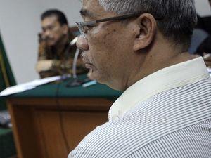 Akil Mochtar Bersaksi untuk Bonaran Situmeang
