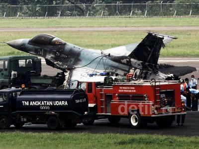 Jet Tempur F-16 Dievakuasi