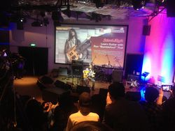 Ron Bumblefoot Thal Gelar Guitar Clinic yang Jenaka