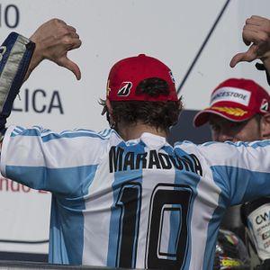 Juara di Argentina, Rossi Merayakan Bersama Maradona