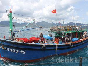 KRI Sutedi Senoputra 378 Tangkap 3 Kapal Asing Di Perairan Natuna