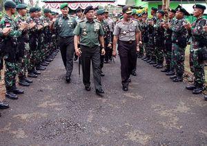 Panglima TNI dan Kapolri Tinjau Pos Perbatasan RI-PNG