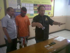 Peternak Anjing Pit Bull di Bandung Simpan Sabu Dibungkus Uang Rp 2 Ribu