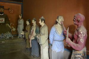 Melihat Diorama Penyiksaan Neraka di Beijing