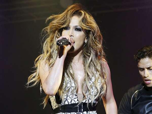Jennifer Lopez Seksi dan Sensual di Maroko