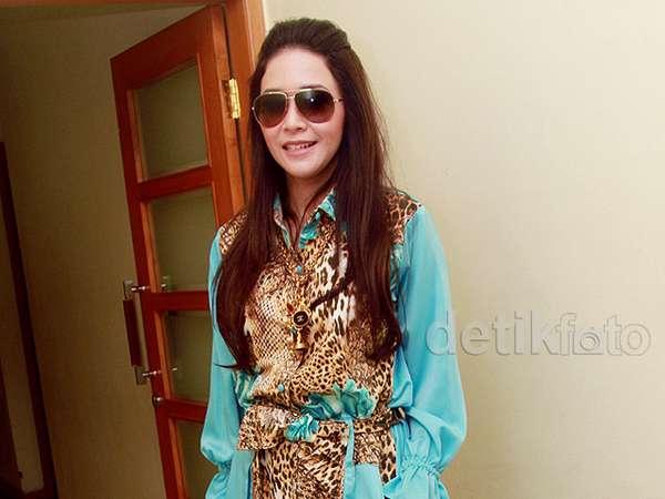 Maia Estianty Berkaftan Leopard, Yay or Nay?