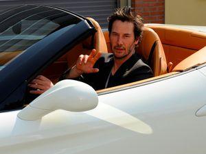 Sowan ke Markas Ferrari, Keanu Reeves Nyoba 488 GTB dan California T