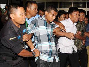 Tolak Sutiyoso Jadi KaBIN, Pendemo Diamankan Pamdal DPR