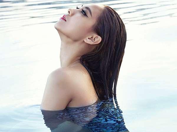 Pose Fei 'miss A' di Pantai Bali