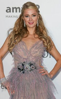 Dikerjai Aktor Mesir, Paris Hilton Nangis dan Ketakutan di Atas Pesawat