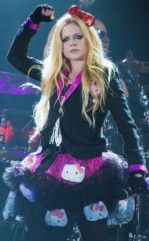 Pertamakali Curhat Soal Penyakitnya di TV, Avril Lavigne Berurai Air Mata