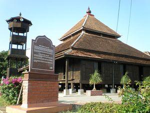 Masjid Tertua di Malaysia, Dibangun Wali Songo?