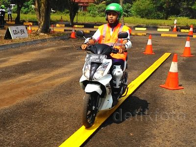 Rider GO-JEK Belajar Safety Riding