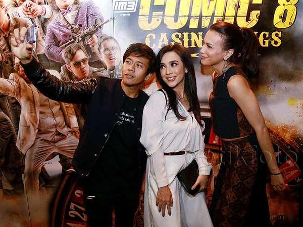 Sophia Latjuba, Ariel dan Dea Asyik Selfie di Pemutaran Film 'Comic 8'