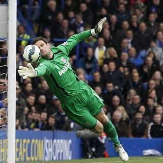 Chelsea Tuntaskan Transfer Begovic