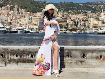 Ooh La La... Syahrini Pamer Kaki Mulus di Monako