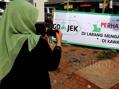 Poster Pelarangan Go-Jek di Jalan Kebagusan