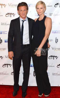 Charlize Theron Adopsi Anak Pasca Putus Dari Sean Penn