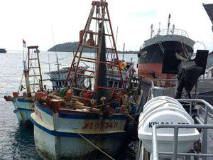 Koarmabar Tangkap Dua Kapal Ikan Vietnam