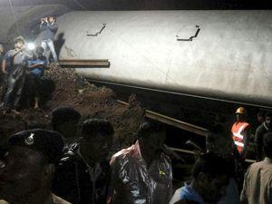 2 Kereta Anjlok di India, 20 Orang Tewas