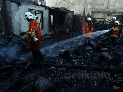 4 Bangunan di Surabaya Gosong Dilalap Api