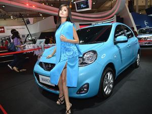Si Biru Menggoda Nissan March