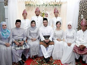 Ini Foto-foto Tya Arifin Dilamar Bangsawan Malaysia