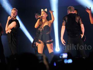 Bang Bang! Aksi Lincah, Centil dan Energik Ariana Grande di Jakarta