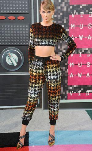 Deretan Selebriti dengan Busana Terburuk di MTV Video Music Awards 2015