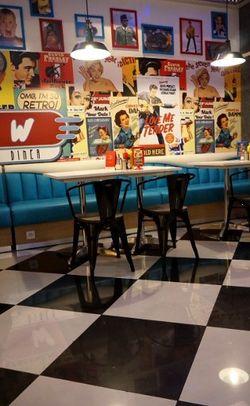 W Diner, Restoran Khas Amerika Bernuansa Retro di Lippo Mall Kemang