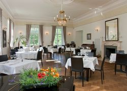 Restoran Ini Beri Tagihan Pengunjung Karena Mengotori Taplak Meja