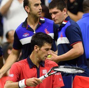 Djokovic Pura-pura Tidak Tahu Usai Injak Raket Sampai Rusak