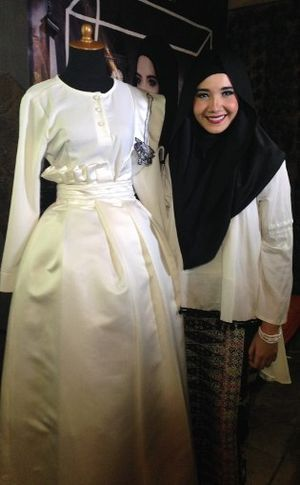 Zaskia Sungkar Akan Pamer Busana Muslim Bertema Betawi di London